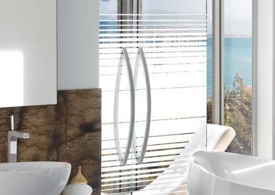 Ușă din sticlă batantă cu supralumină cu feronerie Dorma Arcos Universal DRM 05