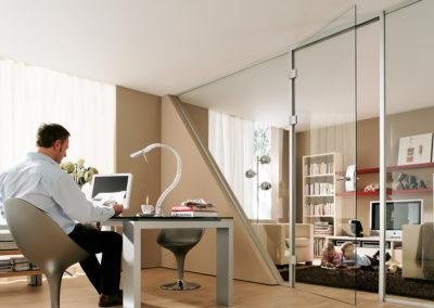 Ușă din sticlă cu inchidere pe toc aluminiu cu feronerie Dorma Arcos Office DRM 02