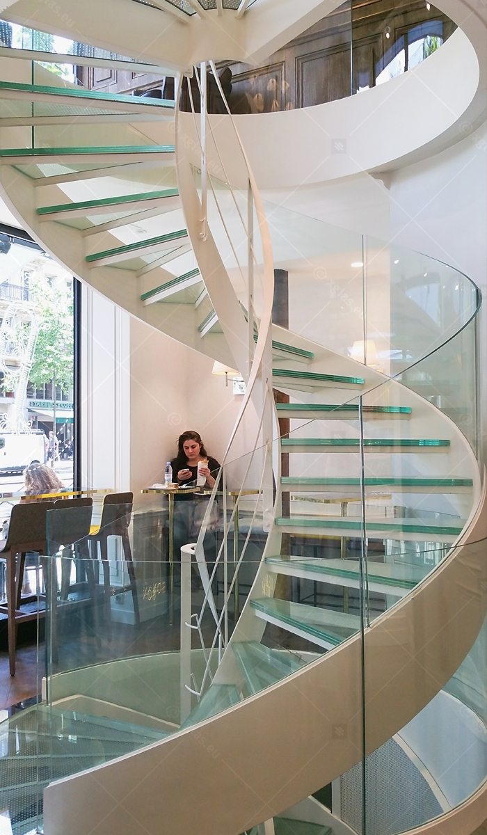 EVOLAM CONTOUR Laminated Curved Glass Railings Paris Portrait