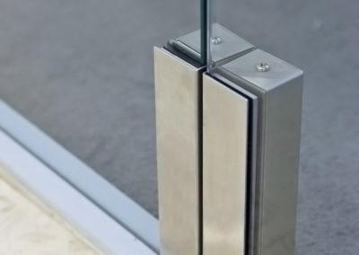 Sistem de control acces pentru uși din sticlă batante FLX 01