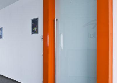Ușă din sticlă emailată ceramic alb cu bandou Dorma TP AM 03
