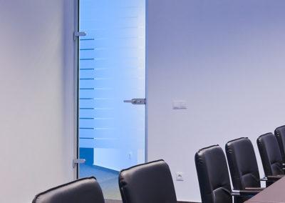 Uși din sticlă pentru compartimentări de birouri cu feronerie Dorma Studio Rondo AM 03
