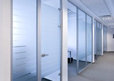 Uși din sticlă pentru compartimentări de birouri cu feronerie Dorma Studio Rondo AM 01