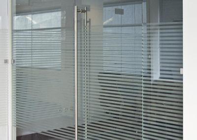 Ușă din sticlă cu amortizor în pardoselă Dorma Universal OPR 03