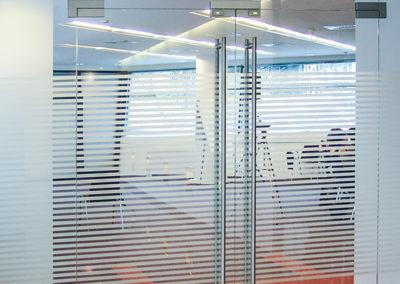 Ușă din sticlă cu amortizor în pardoselă Dorma Universal OPR 02