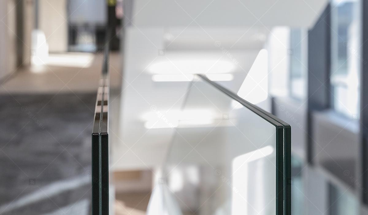 Balustradă din sticlă laminată și securizată EVOLAM T fixată în profil 14