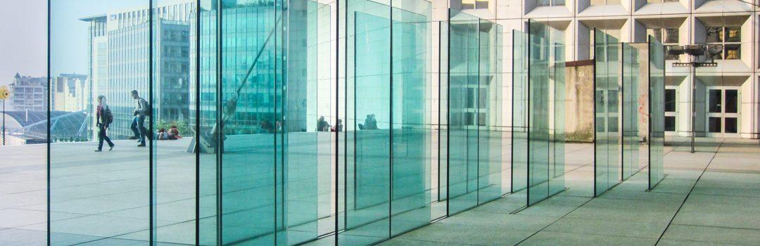 Delaminarea pe margini a sticlei laminate expusă la exterior