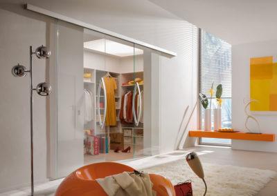 Ușă din sticlă glisantă cu feronerie Dorma MUTO DRM 05