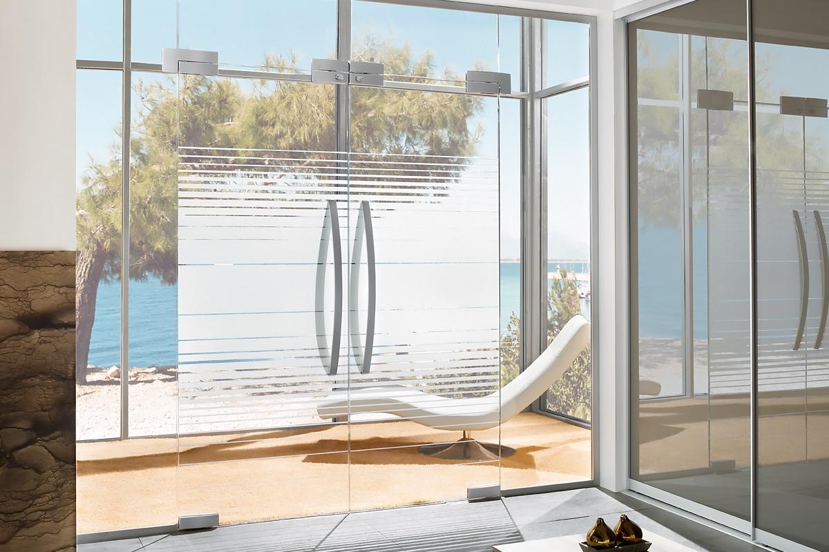 Ușă din sticlă batantă cu supralumină cu feronerie Dorma Arcos Universal DRM 02
