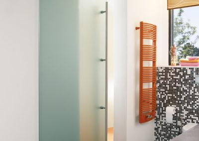 Ușă gșlisantă din sticlă cu feronerie Dorma Manet DRM 06