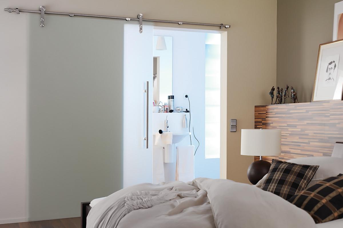 Ușă gșlisantă din sticlă cu feronerie Dorma Manet DRM 05