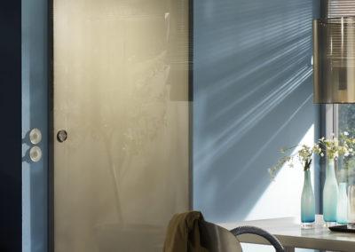 Ușă gșlisantă din sticlă cu feronerie Dorma Manet DRM