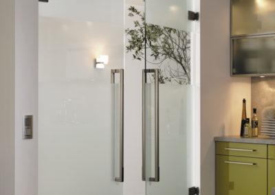 Uși din sticlă batante cu feronerie Dorma Tensor DRM