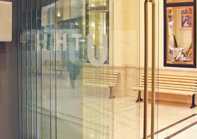 Uși cu parcare din sticlă cu feronerie Dorma HSW B&O 03
