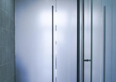 Ușă din sticlă cu amortizor în pardoselă Dorma Universal MERC 03