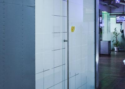 Ușă din sticlă cu amortizor în pardoselă Dorma Universal MERC 02