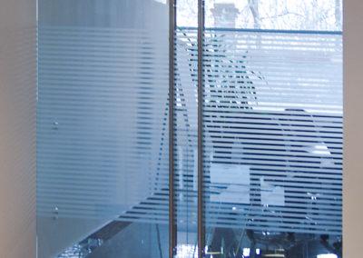 Ușă din sticlă cu amortizor în pardoselă Dorma Universal OPR 05