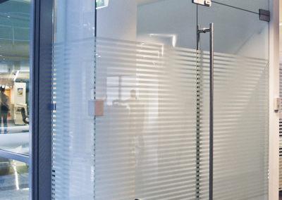 Ușă din sticlă cu amortizor în pardoselă Dorma Universal OPR 04