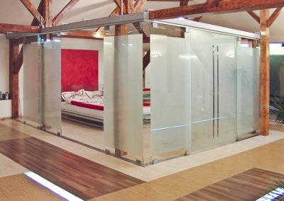 Uși din sticlă glisante cu feronerie Dorma RS 120