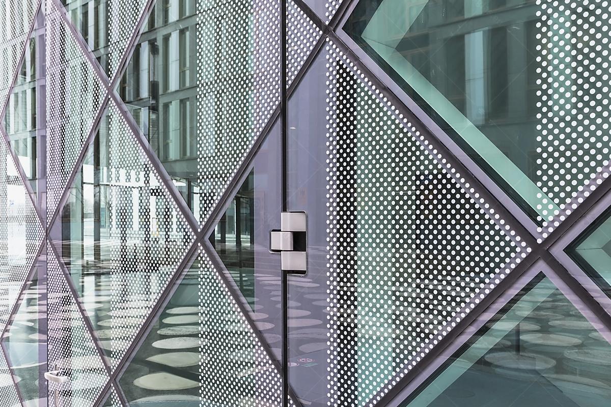 Futurium-Right-Side-Door-Hinge-Detail