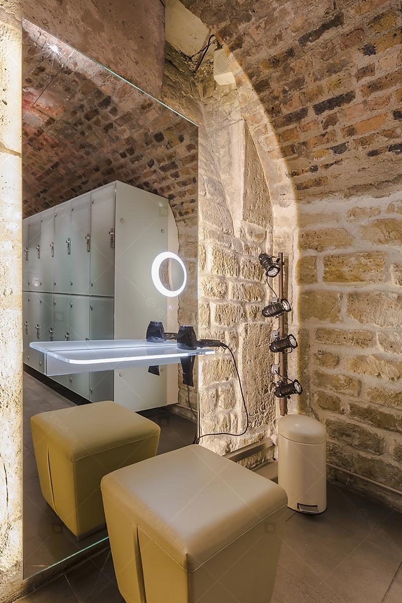 Oglindă cu poliță iluminată LED cu suport de uscător de păr 06