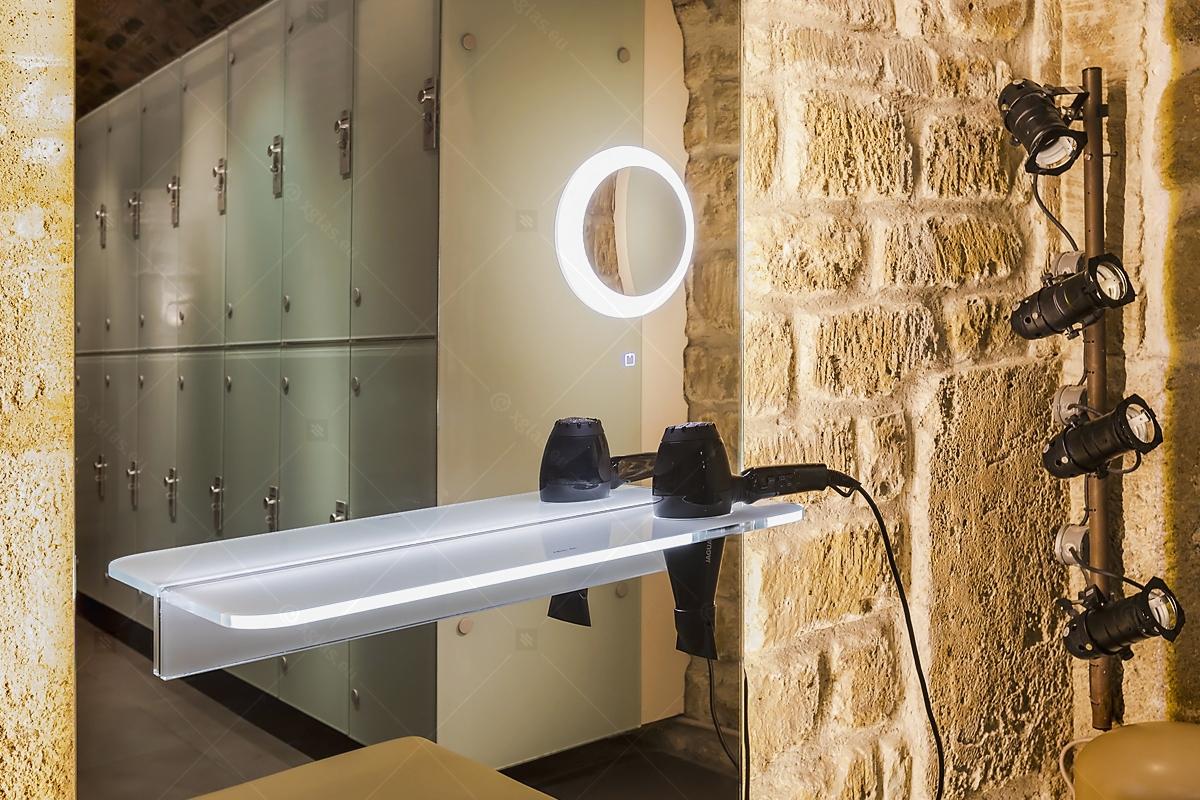 Oglindă cu poliță iluminată LED cu suport de uscător de păr 05