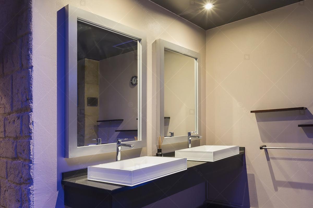 Lavoare din sticlă din EVOKERAM albe și oglinzi de perete LUsine lateral 01