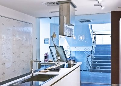 Compartimentare sticlă pentru bucătărie Delta01